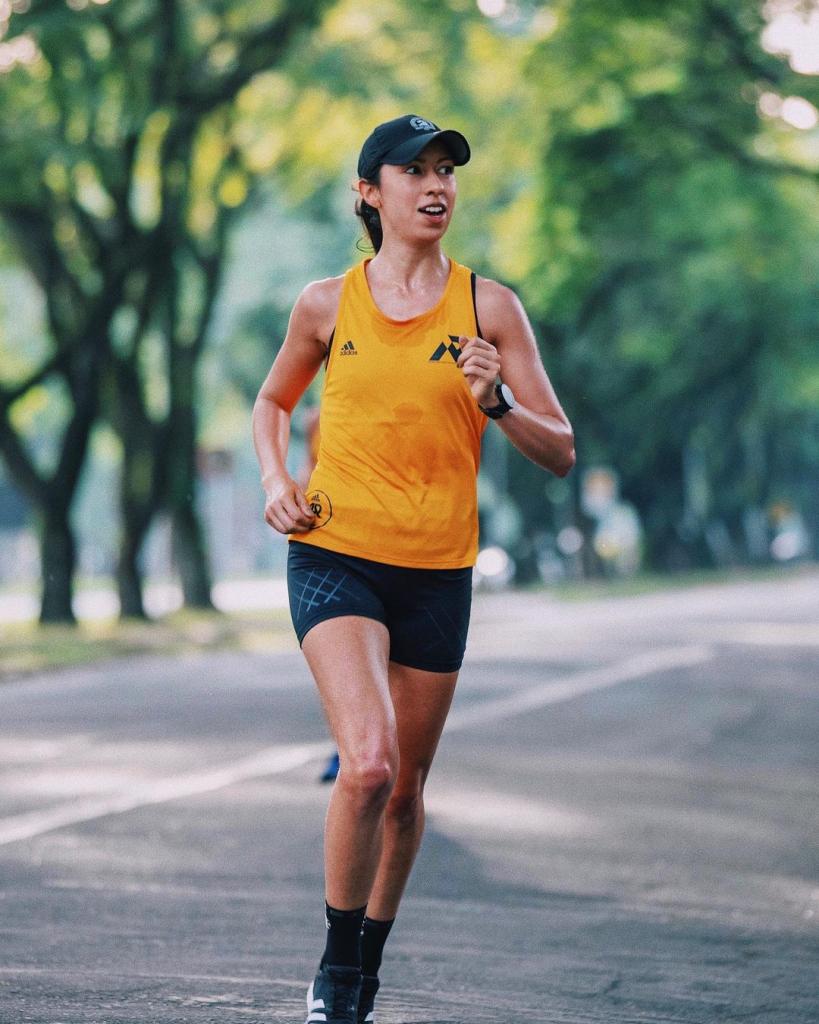 Larissa Gargaro corre no parque